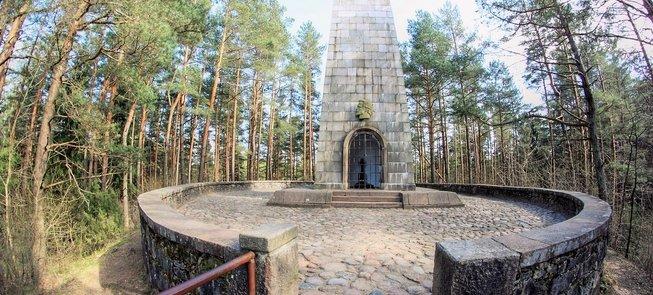 «Cветоч Счастья» – могила писателя Й.Билюнаса на холме Людишкяй
